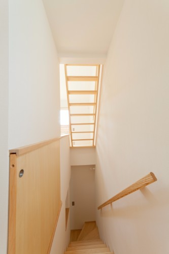 階段を上がるところから